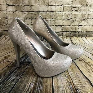SHI JOURNEYS Silver Sparkly Heels Size 7/8